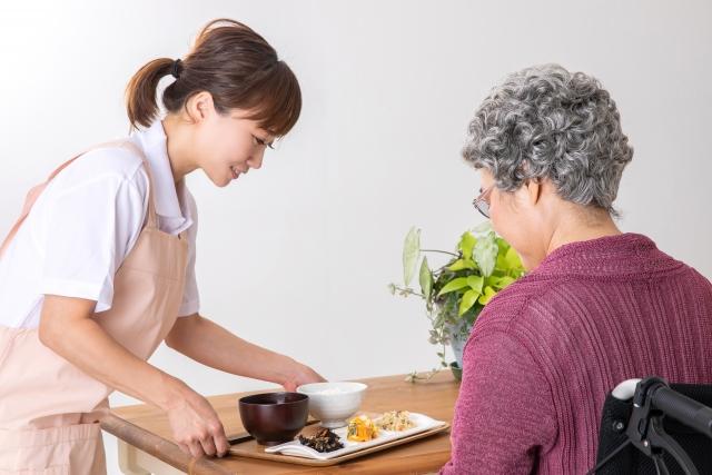 訪問ヘルパーに必要な料理スキルとは?食事を作る際の注意点を紹介